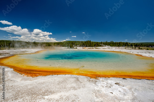 Foto op Aluminium Nachtblauw Hot thermal spring in Yellowstone