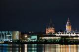 Rathaus und Dom von Mainz in der Nacht