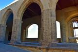Napoli, Castel dell'Ovo (anno 1100 circa) è il castello più antico della città di Napoli, sorge sull'isolotto di tufo di Megaride. Terrazza  ad archi coperta.  - 183113620