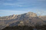 Горный пейзаж. Красивые скалы в живописном горном ущелье, солнечная погода, вечер, заход солнца, природа северного Кавказа