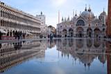 acqua alta in piazza San marco - 183122689