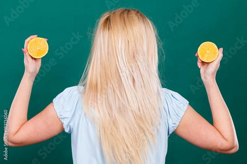 Poster Woman holding fruit lemon half