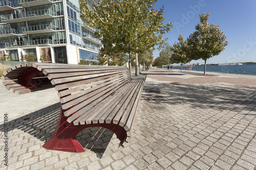 Fotobehang Toronto Bench at the promenade in Toronto, Canada