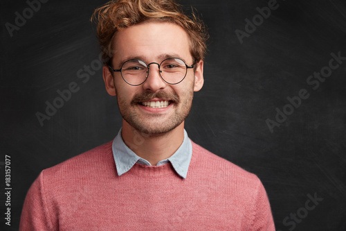 Aluminium Kapsalon Headshot of cheerful smiling male has stylish hairdo, wears glasses, elegant clothes, glad to hear good news about his promotion. Satisfied male model rejoices achievement and reaching goals
