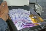 Schließfach Geld Gold Bank - 183171876