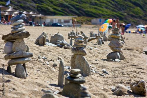 Deurstickers Stenen in het Zand sculture in spiaggia