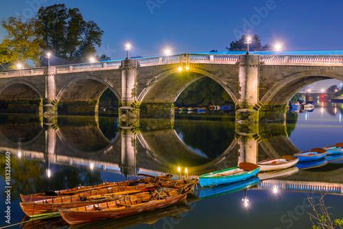 Staande foto Londen Richmond bridge night view