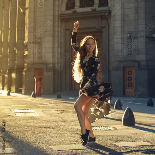 Papiers peints Buenos Aires Beautiful woman dancing at the street