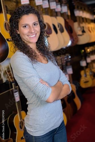 Fotobehang Muziek Portrait of woman in music store