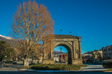 Arco di augusto nel centro storico di Aosta - 183296884