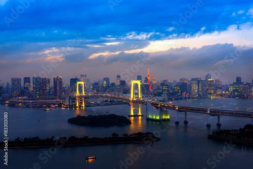 In de dag Tokio View of Tokyo Bay , Rainbow bridge ..