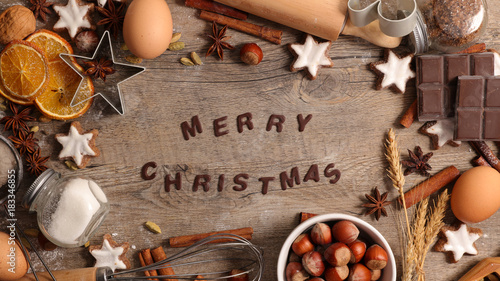 Fotobehang Hoogte schaal merry christmas background with spices and biscuit