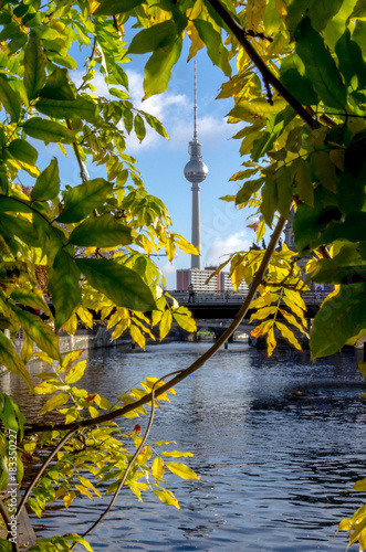Papiers peints Berlin Berlin Skyline with TV tower and river spree