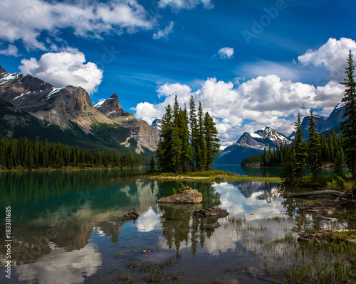 Foto op Canvas Canada Beautiful Reflection of Spirit Island at Jasper National Park