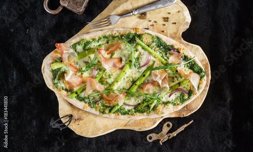 Papiers peints Pizzeria pizza with asparagus and bacon