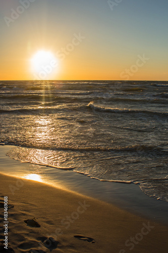 Foto op Canvas Zee zonsondergang romantic sunset on the sea shore,