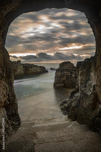 Alba dalla grotta Poster