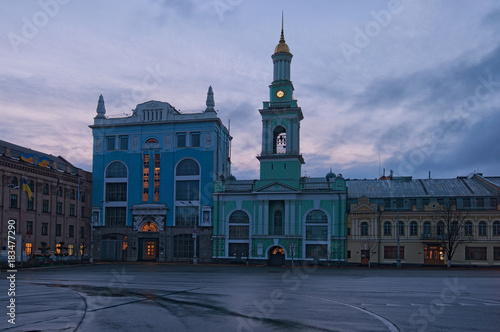 Foto op Plexiglas Kiev Square of Contracts (Kontraktova Square) in Kyiv. Ukraine. The former Greek Monastery on the square. The building currently hosts the city branch of the National Bank. Early morning view