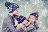 zwei Kinder mit Teddybär - 183495654
