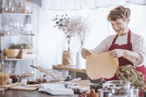 Papiers peints Pizzeria Grandmother shaping dough