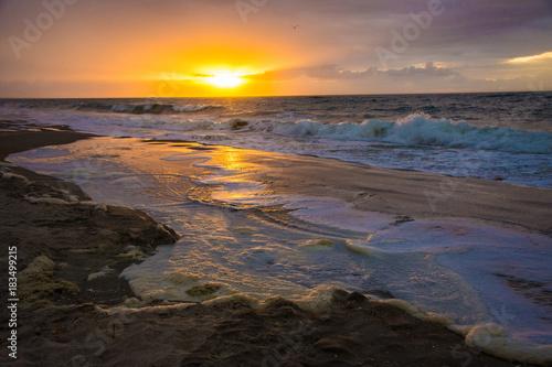 Fotobehang Zee zonsondergang Sunrise on the Crystal Coast of North Carolina