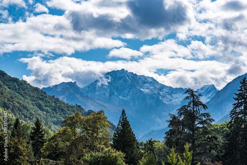 Fotobehang Blauwe jeans Beautiful mountain landscape