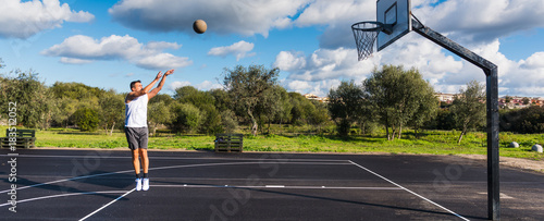 Fotobehang Basketbal Basketball player workout in a playground