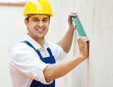 builder posing with spirit level - 183539000