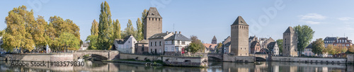 Papiers peints Bleu ciel Panorama sur les Ponts Couverts (Strasbourg, France)