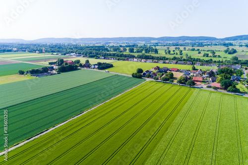Keuken foto achterwand Blauwe hemel Ortschaft in Deutschland aus der Luft