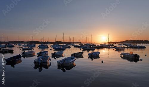 Plexiglas Zalm Aurore sur l'île aux moine dans le golfe du Morbihan