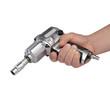 klucz pneumatyczny w dłoni