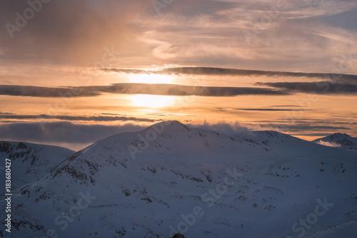 In de dag Zalm Winter sunset