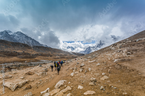 Foto op Canvas Bergen Himalayan mountain lake on the trek on Everest base camp. One of the high mountain lakes Gokyo