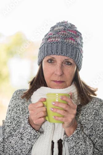 Papiers peints The Mature woman drinking hot beverage