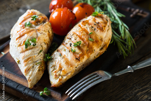 Chicken breast grilled with herbs