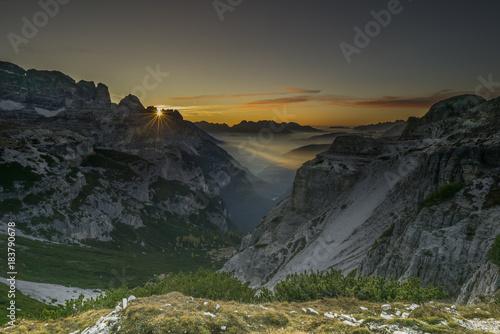Fotobehang Grijze traf. Sonnenaufgang Dolomiten