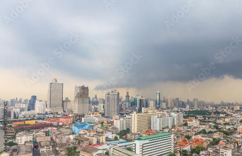 Foto op Canvas Bangkok Aufnahme der Skyline von Bangkok aus erhöhter Perspektive mit aufziehendem Gewitter fotografiert in Thailand im Oktober 2014
