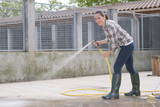 cleaning time for kennel assistant - 183977227