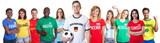 Deutscher Fussball Fan mit Gruppe internationaler Fans - 184052837