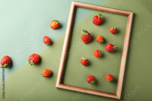 Strawberries on paper background - 184073014