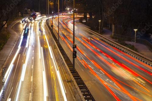 Foto op Aluminium Nacht snelweg Traffic Langzeitbelichtung