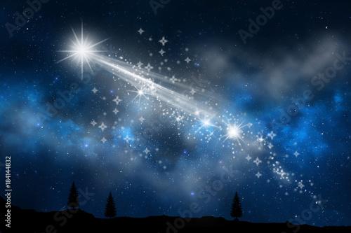 estrella fugaz cruzando el cielo  - 184144832