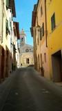 s. Quirico d'Orcia , stradina e chiesa