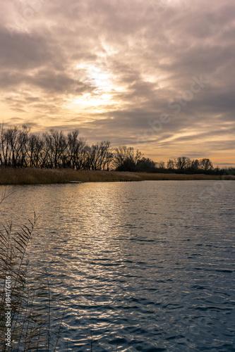 In de dag Zalm Herbstlicher See