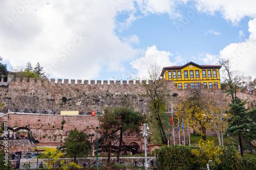 Keuken foto achterwand Blauwe hemel wall of castle and yellow house in Bursa