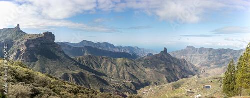 Keuken foto achterwand Blauwe hemel Panorama von Gran Canaria Landschaft mit Roque Nublo