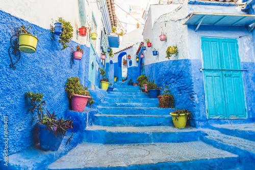 Fotobehang Marokko Chefchaouen bunte Straße