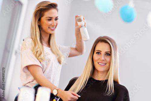 Deurstickers Kapsalon Adult woman at the hair salon