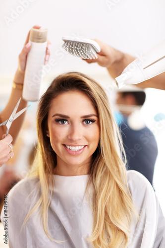Poster Kapsalon Adult woman at the hair salon